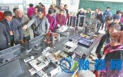 郑州科技学院免费开放 观花赏景看智能机器人