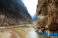 """焦作峰林峡湖底现""""水落石出"""" 亿万年胜景现世"""