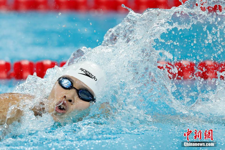 在女子100米自由泳决赛中,来自浙江的朱梦惠以54秒19摘得金牌。 中新社记者 富田 摄