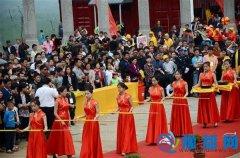 泌阳盘古庙会迎来20万游客
