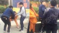 郑州两男子当街围殴女环卫工 遭围观群众暴打