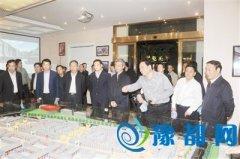 省委副书记邓凯带队观摩我县特色商业区