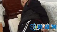青岛老人手术6年后复查发现残留物 疑为引流管
