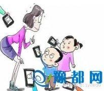 """家长会变成""""选美会"""" 父母外在形象竟如此重要"""