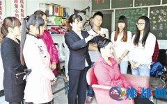 泌阳县为农村贫困家庭劳动力进行技能培训