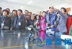 郑州科技学院向市民开放 可看智能机器人跳舞