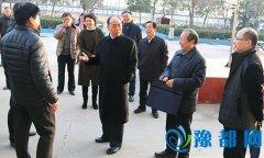 省委宣传部副部长李宏伟来我县调研指导工作并慰问困难群众