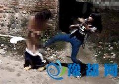 初中女生遭暴力女虐打不敢还手