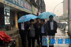 """区委宣传部长张轶馨冒雨到人民街道指导""""双创"""""""