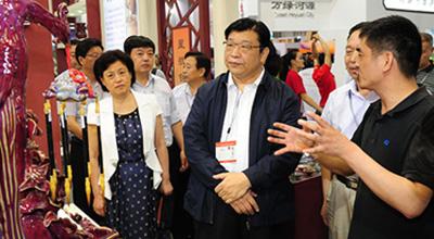河南文化名片亮相文博会 副省长张广智叮嘱企业要把名片擦亮