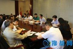王朴以普通党员身份参加区委办公室集中学习