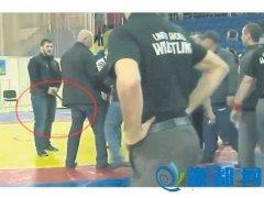 俄罗斯富二代摔跤比赛输不起 保镖掏枪恐吓(图)
