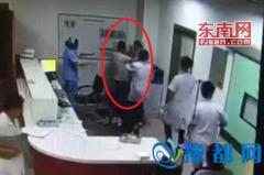 老师头部摔伤就医闹事 女护士被打成脑震荡(图)