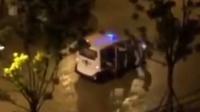 网曝贵州大学保卫科副科长酒后猛踹女摊贩 多名学生将巡逻车包围