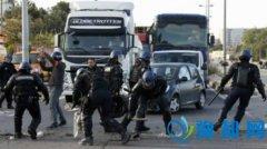 法国反新劳工法大罢工致加油站断油 总统出面干预
