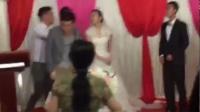 实拍新娘婚礼上遭前男友抢婚 姑娘用一个耳光霸气回应