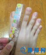 女大学生脚趾修长白皙如手指:可以十趾紧扣拜年(图)