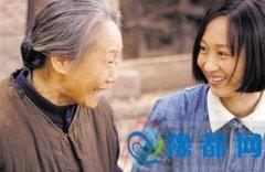 我市籍演员苇青《三妹》中首演盲人老太太