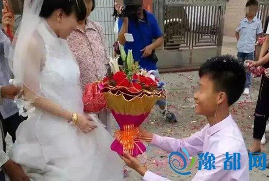 广东一对中学生举行婚礼 男孩16岁女孩14岁(图)