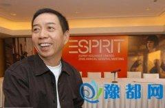 他高中文凭却身价百亿,娶了全中国男人的梦中情人