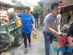 汝州市审计局慰问贫困户 向残疾人捐赠轮椅、生活用品