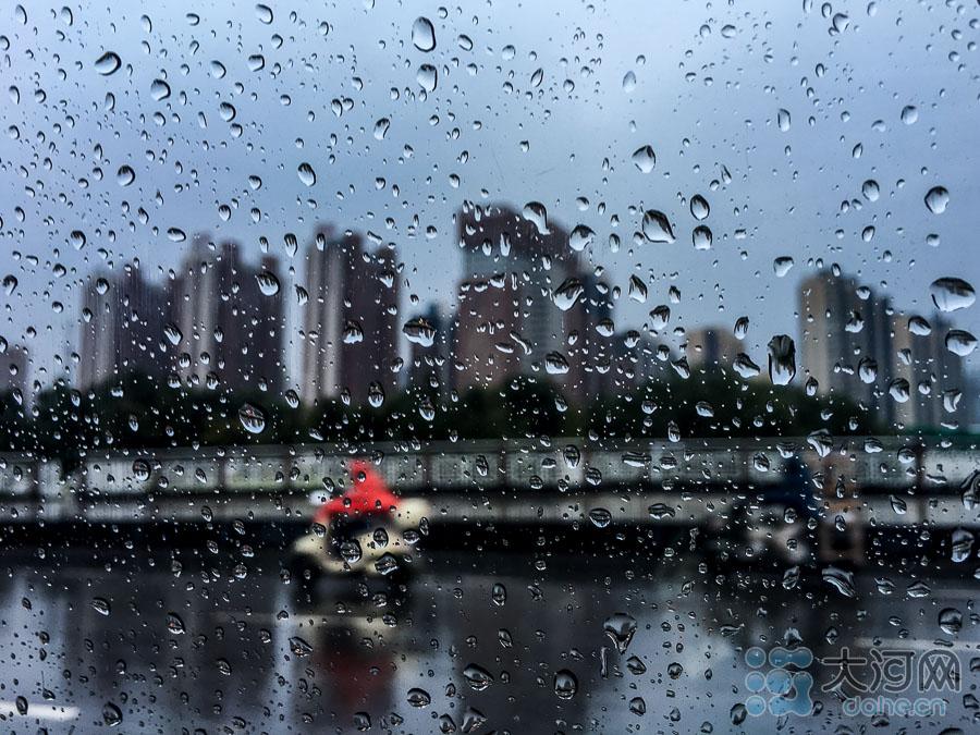 局部地区雨势很大。