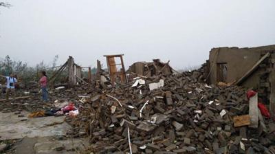 江苏盐城阜宁遇冰雹龙卷风双重灾害 房屋倒塌成瓦砾