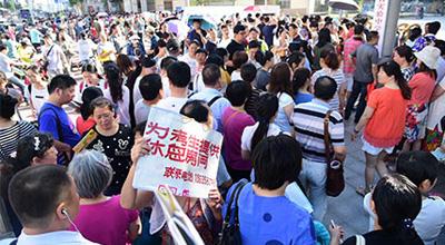 2016年郑州中招考试拉开序幕 80429名学子赶考