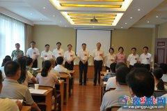县委书记张怀德一行到代表团驻地看望出席中共平舆县第十二次代表大会的党代表