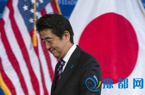 """文章随后指出,其次,急出险招,对抗野党。安倍此前一直对是否延期增税表态暧昧,而日本众多在野党则在夏季参院选举中纷纷提出了""""延期增税"""",以此批评""""安倍经济学""""的失败。"""
