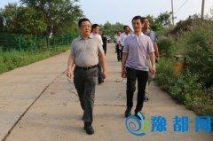 陈延辉察看山顶公园开发建设安全情况