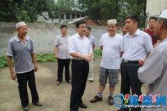 县委常委、政法委书记李中原慰问穆斯林群众