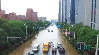 南京一夜暴雨大水围城 地铁站灌水道路被淹