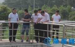 区长王凯杰带队查看环境保护工作