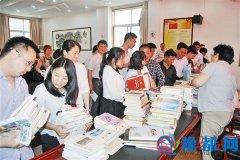 市民政局组织开展捐书献爱心活动