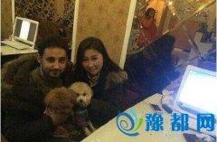 也门小伙恋上中国女孩 买房写女孩名字