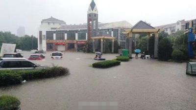 新乡遭暴雨袭击