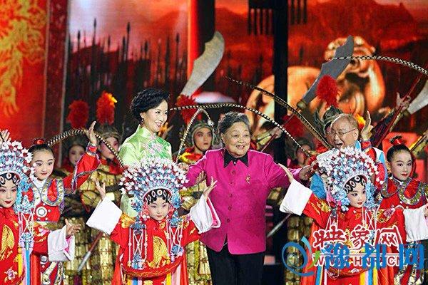 """《梨园春》""""中国豫剧百团争霸""""总决赛举行 献礼建党95周年"""