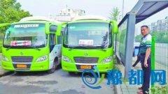 """武汉两巴士并排封堵非机动车道 民众""""声讨"""""""