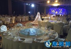 河南新乡暴雨中的婚礼:没有宾客 只要有你就好