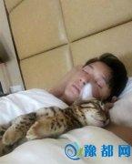 韩庚自曝床照 身边枕着他胳膊入眠的竟然是…谁拍的?