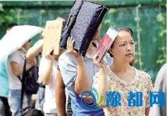 """郑州""""小升初""""报名首日 家长问题和房子有关"""