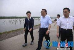 李克强赴防汛前线:要确保大江大湖大堤安然无恙(图)
