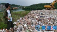 上海垃圾外运偷倒苏州:青山绿水中散发阵阵恶臭