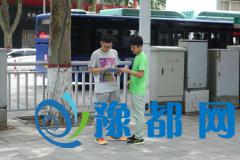 马路低头族――河南农业大学资环学院暑期社会实践调查