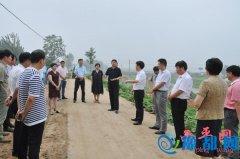 聂晓光一行深入到我县两河治理工程现场和智尚工业园等地调研