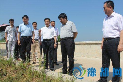 冯鸣到平桥区检查水库防汛工作