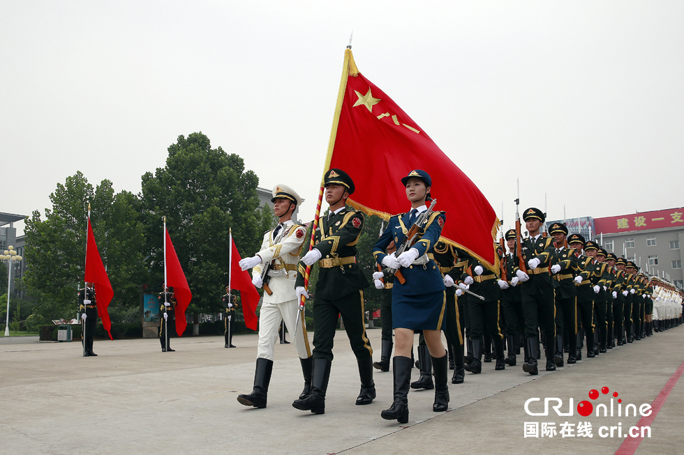 探访三军仪仗队 艰苦训练塑造完美队伍