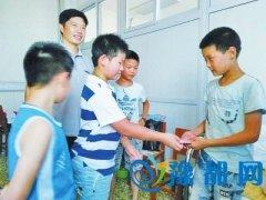 南阳12岁少年捡废品要救患白血病继母