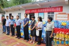 县商务局组织开展扶贫爱心捐赠活动